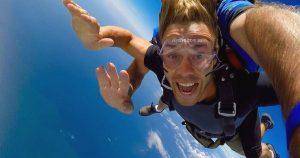 skydive whitehaven beach whitsundays airlie beach austrlaia backpacker skydive australia